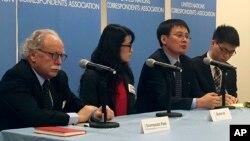 지난 2015년 12월 북한 요덕관리소 출신 탈북자 정광일 씨(왼쪽 3번째)와 미국에 정착한 탈북자 그레이스 조 씨(왼쪽 2번째)가 미국 뉴욕에서 유엔 안보리 북한인권 논의에 앞서 기자회견을 했다. (자료사진)