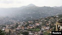 Une vue générale de la ville de Freetown, Sierra Leone, le 19 août 2017.