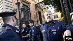 La policía italiana investiga el ataque contra le embajada de Chile en Roma, mientras otro atentado se produjo contra la delegación de Grecia.