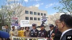 '북한 자유를 위한 한인교회연합' KCC 주최로, 워싱턴 DC 중국대사관 앞에서 진행된 탈북자 강제북송 반대 집회.