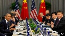 지난달 31일 핵안보정상회의가 열린 미국 워싱턴에서 바락 오바마 미국 대통령(왼쪽)과 시진핑 중국 국가주석이 양자회담을 가졌다. 두 정상은 이날 한반도 비핵화에 대한 의지를 거듭 확인했다.(자료사진)