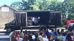 [구석구석 미국 이야기 오디오] 거리의 관객을 찾아가는 '콘서트 트럭'...DC 최초의 라오스 식당 주인이 된 난민
