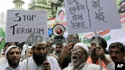 Indian Muslims shout slogans against terrorism during the protest against a September 7 blast outside a courthouse in New Delhi, in Mumbai, India, September 2011. (file photo)