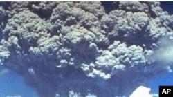 ဖိလစ္ပုိင္ႏုိင္ငံက ပီနာတူးဘုိး မီးေတာင္ေပါက္ကြဲစဥ္။ ဇြန္လ ၁၂၊ ၁၉၉၁။