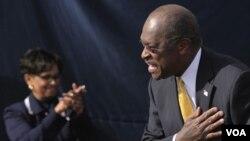 Herman Cain hizo el anuncio junto a su esposa en su natal Atlanta, en Georgia.