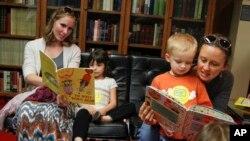 هرچند توصیه شده کتاب چاپی برای فرزند تان بخوانید اما فرقی بین درک مطلب توسط کودکان در کتاب چاپی یا الکترونیک وجود ندارد.