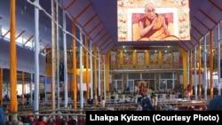 印度菩提迦耶舉行的時輪金剛灌頂法會,達賴喇嘛講經。