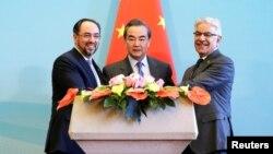 وزرای خارجه افغانستان، چین و پاکستان در ۲۶ دسمبر در بیجینگ با هم ملاقات کردند.