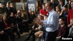 Thủ tướng Anh David Cameron phát biểu trước các sinh viên tại Đại học Exeter hôm 7/4.