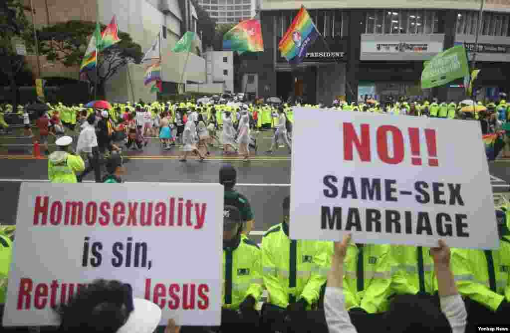 موافقان و مخالفان ازدواج همجنسگرایان در تجمعی در سئول