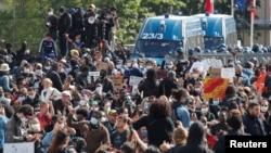 Protesti u Parizu (Foto: Rojters/Charles Platiau)