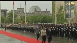 2012-05-16 美國之音視頻新聞: 奧朗德就任後與德國總理默克爾會面
