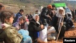 Des réfugiés Syriens près à la frontière turque à Khirbet Al-Joz, le 2 février 2016. (Photo REUTERS/Ammar Abdullah)