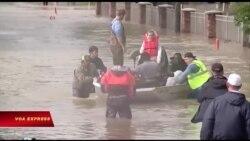 Bão tan, Texas còn chìm trong biển nước