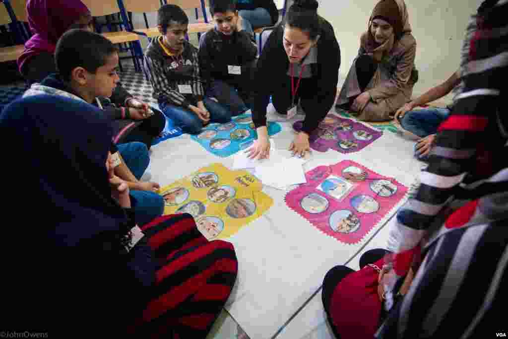 یونیسف کی رپورٹ میں بتایا گیا کہ غریب ترین علاقوں میں ایک سال تک اسکول سے باہر رہنے والے بچوں کا دوبارہ تعلیمی سلسلہ شروع ہونا بظاہر مشکل ہوتا ہے۔