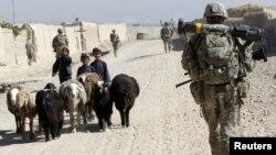 지난 27일 아프가니스탄 남부 칸다하르에서 순찰 중인 미군. (자료사진)