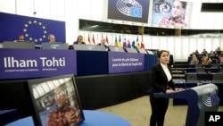 Jewher Ilham, daughter of imprisoned Uighur scholar Ilham Tohti speaks during the Sakharov Prize ceremony at the European Parliament, in Strasbourg, eastern France, Dec. 18, 2019.