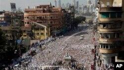 Vụ giẫm đạp xảy ra trong lúc hàng ngàn người Hồi giáo Ấn Độ tham dự lễ truy điệu ông Syedna Mohammed Burhanuddin, người đứng đầu cộng đồng Hồi giáo Dawoodi Bohra tại Mumbai.