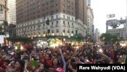 Diaspora Indonesia di New York City dan Boston Unjuk Rasa Dukung Ahok (foto: Rere Wahyudi/VOA)