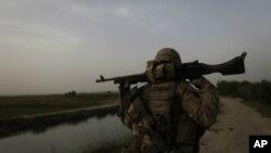 گاردین: 'جنگ افغانستان و عراق ارزش درگیر شدن ایالات متحده را نداشت'