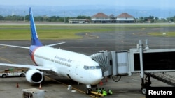 Pesawat Sriwijaya Air di Bandara Internasional Ngurah Rai, Denpasar, Bali, 23 Maret 2017. (Foto: Reuters)