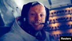 Armstrong u mesečevom modulu posle istorijske šetnje 20. juna 1969. godine