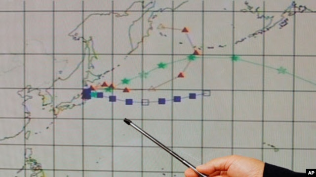 An officer at the Hong Kong Observatory shows a forecast trajectory of radiation releases from Japan during a news conference in Hong Kong, March 15, 2011