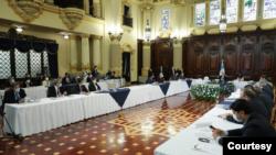 Reuniones para dialogar sobre el presupuesto de Guatemala para el próximo año. [Foto: Secretaría de presidencia de Guatemala]