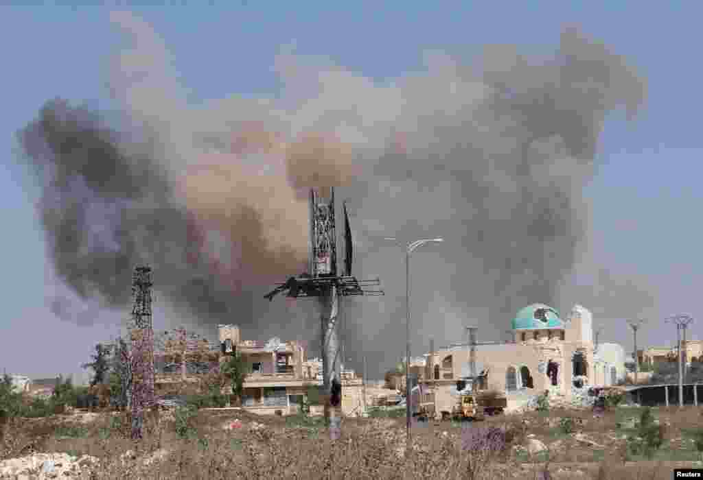 Smoke rises after what activists said was an airstrike by forces loyal to Syria's President Bashar al-Assad in Blleramoon district at the northern entrance to the city of Aleppo, March 23, 2014.