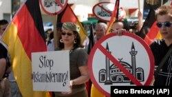 Biểu tình chống các đền thờ Hồi giáo ở Berlin, Đức.