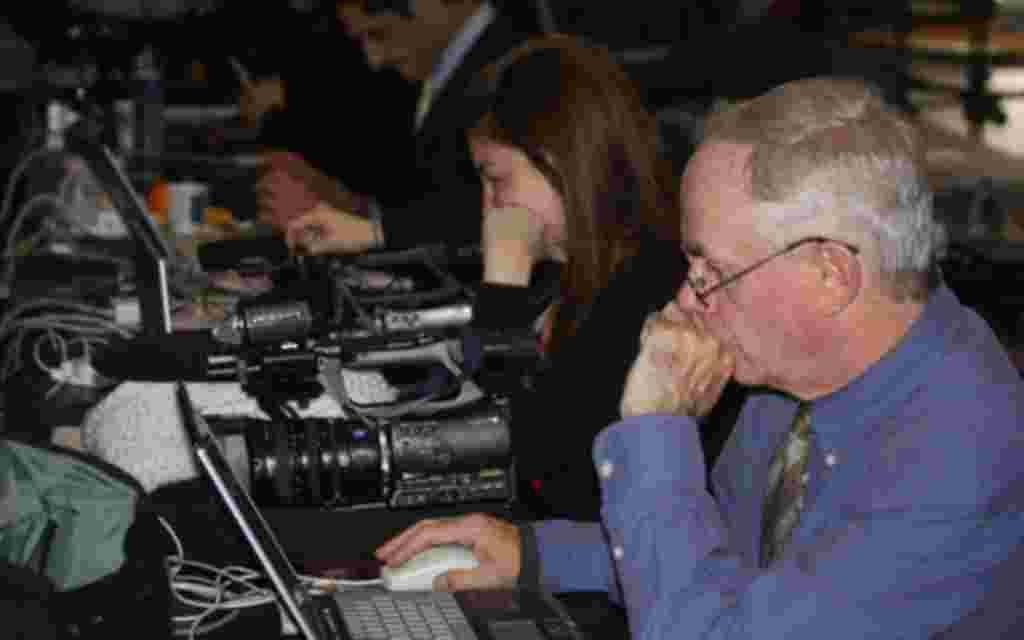 La empresa Google diseñó un área de descanso para los periodistas que cubren la asamblea partidista. Este año vemos más movilidad en cuanto a la cobertura. Más iPad y iPhone, el legado de Steve Jobs.