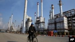 이란 테헤란 남부의 정유 공장. (자료사진)