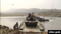 美韓舉行聯合渡河訓練(視頻截圖)