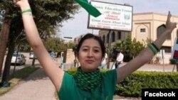 گلاره باقر زاده در اعتراضات خارج از ایران برای همراهی با اعتراضات جنبش سبز در سال ۸۸ حضور داشت.