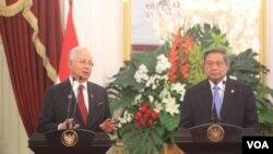 Presiden Susilo Bambang Yudhoyono (kanan) dan PM Malaysia Najib Razakdi Istana Merdeka, Jakarta, 19 Desember 2013 (VOA/Andylala)