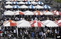 Chômeurs et employeurs potentiels... (Foire de Los Angeles, 31 août 2011)