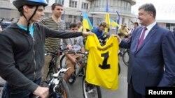 波罗申科和支持者见面