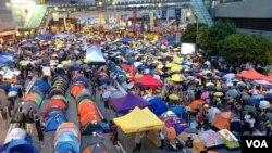 """香港""""占中""""满月,各界集会纪念(美国之音海彦拍摄)"""