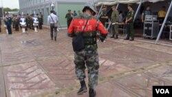 中国俄罗斯不断扩大军事合作。一名中国士兵2015年8月在俄罗斯举行的军事比赛活动上。