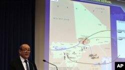 法国国防部长勒德里昂1月12日在巴黎的记者会上