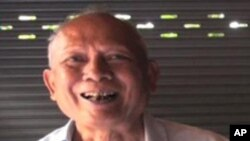 Meas Muth is a former member of the Khmer Rouge regime's central committee. In an interview in July 2012, he told VOA Khmer any accusations against him were not legal under the rules of the court.