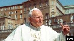 Alm. Paus Yohannes Paulus II (memegang jabatan Paus 16 Oktober 1978-2 April 2005).