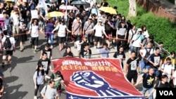 香港民間人權陣線宣佈超過6萬人參與今年7-1大遊行 (美國之音特約記者 湯惠芸拍攝)