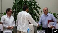 """El jefe negociador del Gobierno, Humberto de la Calle, afirmó que este acuerdo es """"mejor"""" que el firmado el 26 de septiembre porque """"resuelve muchas de esas críticas""""."""