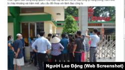 """Người dân kéo đến trụ sở công ty Rạng Đông đòi """"đối thoại"""" vào ngày 6/9/2019."""