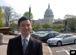 为李庄案写公开信的贺卫方过去在华盛顿留影
