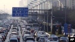 자동차로 넘치는 베이징 거리