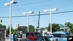 美国的一个加油站(资料照片)