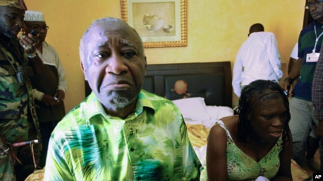 Ivory Coast's Laurent Gbagbo  (L) and his wife Simone sit in a room at Hotel Golf in Abidjan, after they were arrested, April 11, 2011