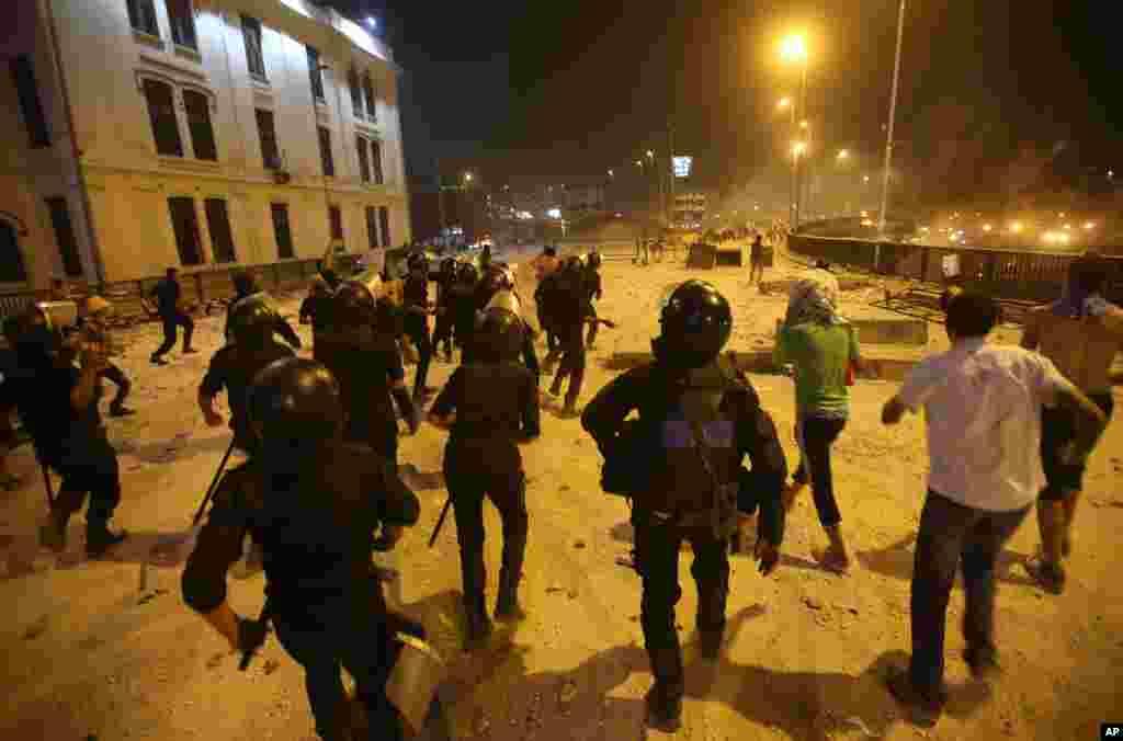 Məhəmməd Mursi tərəfdarları ilə polis arasında qarşıdurma